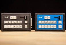 Синий и чёрный варианты исполнения контроллеров Skaarhoj